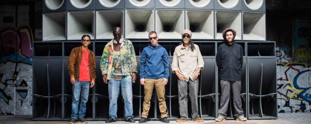 Le sound system britannique Reggae Roast présente Turn Up The Heat